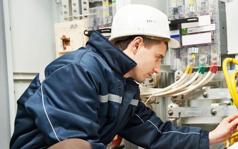 Disponibile la nuova versione del corso PES-PAV per addetti ai lavori elettrici